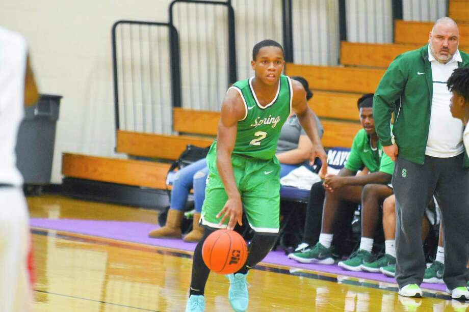 Keionte Cornelius is a super scorer, averaging 21 points per game early on. The quick lefty guard poured in 35 points in that 88-57 win over Oak Ridge using a variety of shots in a deep arsenal. Photo: Tony Gaines/ HCN, Photographer