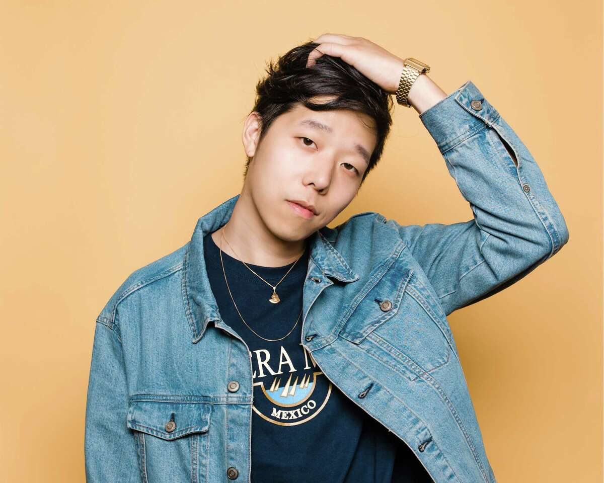 In an interview with Fader, San Francisco DJ Charlie Yin, aka Giraffage, cited Boards of Canada and Daft Punk as formative influences.
