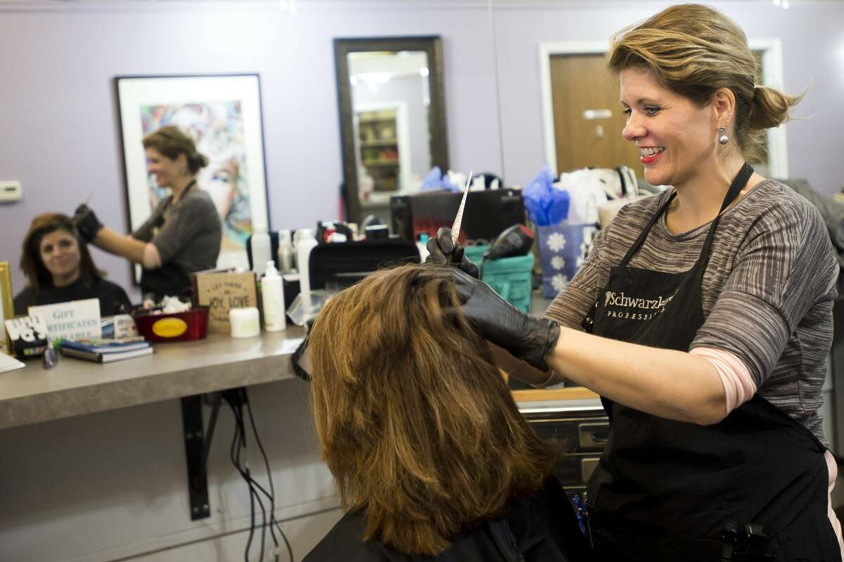 Kristie Melodia applies hair color for a customer inside the Amy's on Ashman Salon on Friday, Dec. 1, 2017. (Katy Kildee/kkildee@mdn.net)