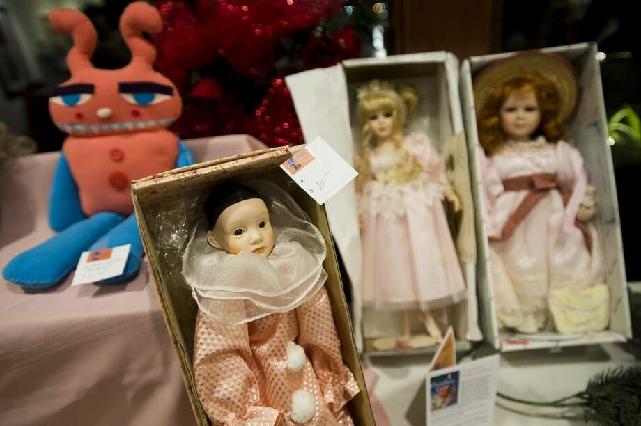 Dolls are on display during a Second Hand Picasso fundraising sale at Creative 360 on Thursday, Nov. 29, 2017. The sale continues through Dec. 20. (Katy Kildee/kkildee@mdn.net) Photo: (Katy Kildee/kkildee@mdn.net)