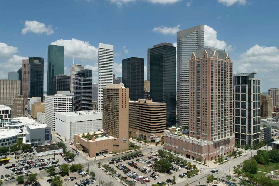 Brookfield Property Partners has closed on its purchase of Houston Center,a 4-building complex with 12 million square feet of properties on the eastern edge of downtown. Buildings include 2 Houston Center, Fulbright Tower, LyondellBasell Tower and 4 Houston Center, Photos are embargoed for 12/4/17. Photo: Brookfield / (c) 2009 Mark Scheyer Inc. /713.861.0847/ mhscheyer@yahoo.com