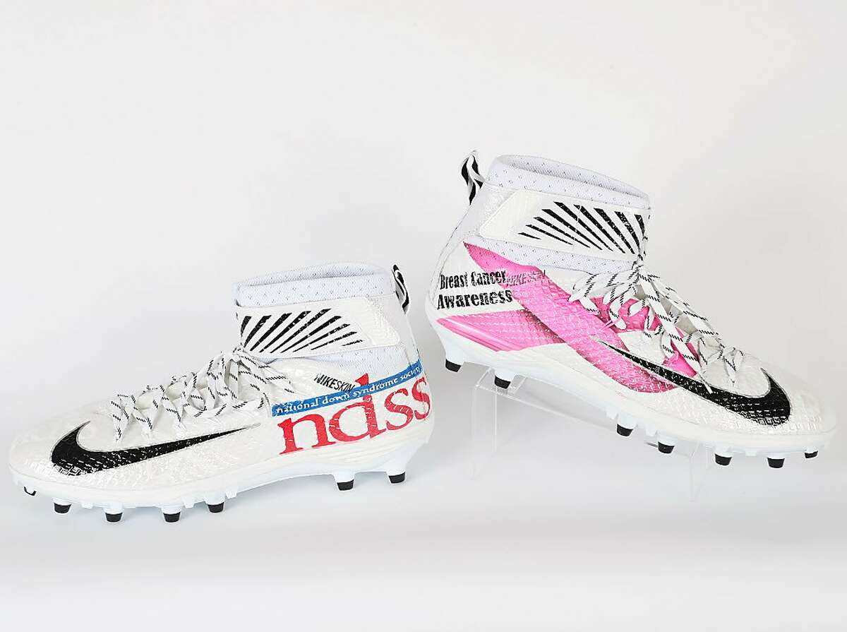 Raiders tight end Jared Cook will wear special cleats to raise awareness about breast cancer and Down syndrome in Oakland's game against the New York Giants on Sunday, Dec. 4, 2017.