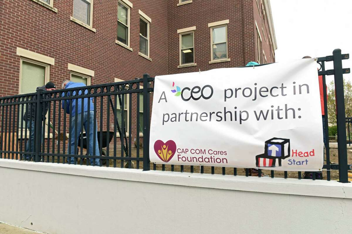 A team of volunteers from CAP COM Federal Credit Union and the CAP COM Cares Foundation donate their time and effort to rehabilitate one of two of Commission on Economic Opportunity's Head Start playgrounds at CEOOs Community Resource Center on Friday, Dec. 1, 2017 in Troy, N.Y. (Lori Van Buren / Times Union)
