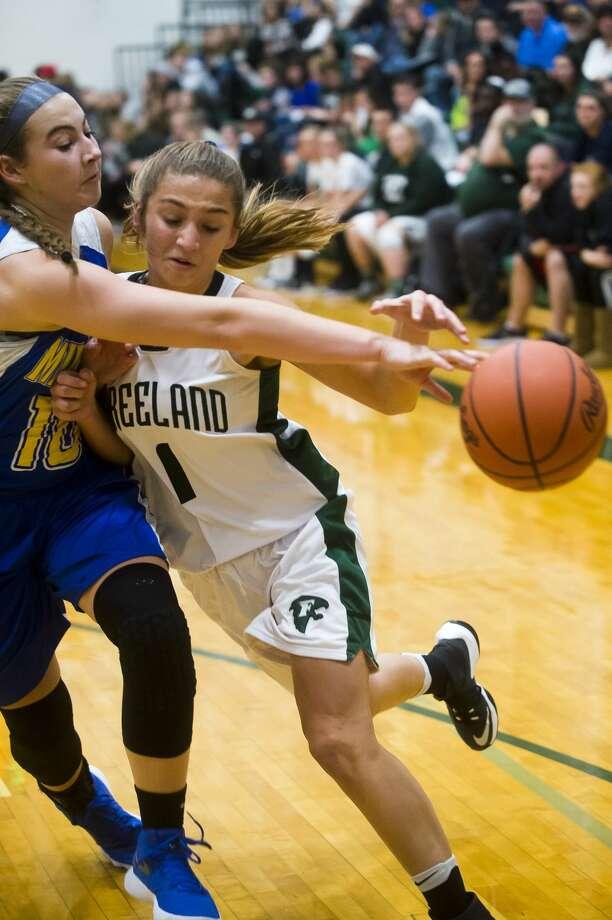 Freeland junior Autumn Kloha dribbles down the court as Midland sophomore Jordan Phillips guards her during their game on Friday, Dec. 1, 2017 at Freeland High School. (Katy Kildee/kkildee@mdn.net) Photo: (Katy Kildee/kkildee@mdn.net)