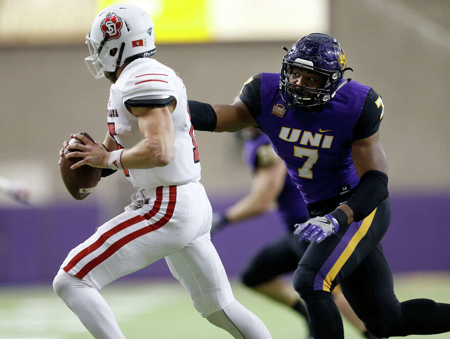 South Dakota quarterback Chris Streveler, left, will be a handful for the Bearkats defense to handle as he leads all FCS quarterbacks in total yards per game. Photo: Brandon Pollock, MBO / The Waterloo Courier