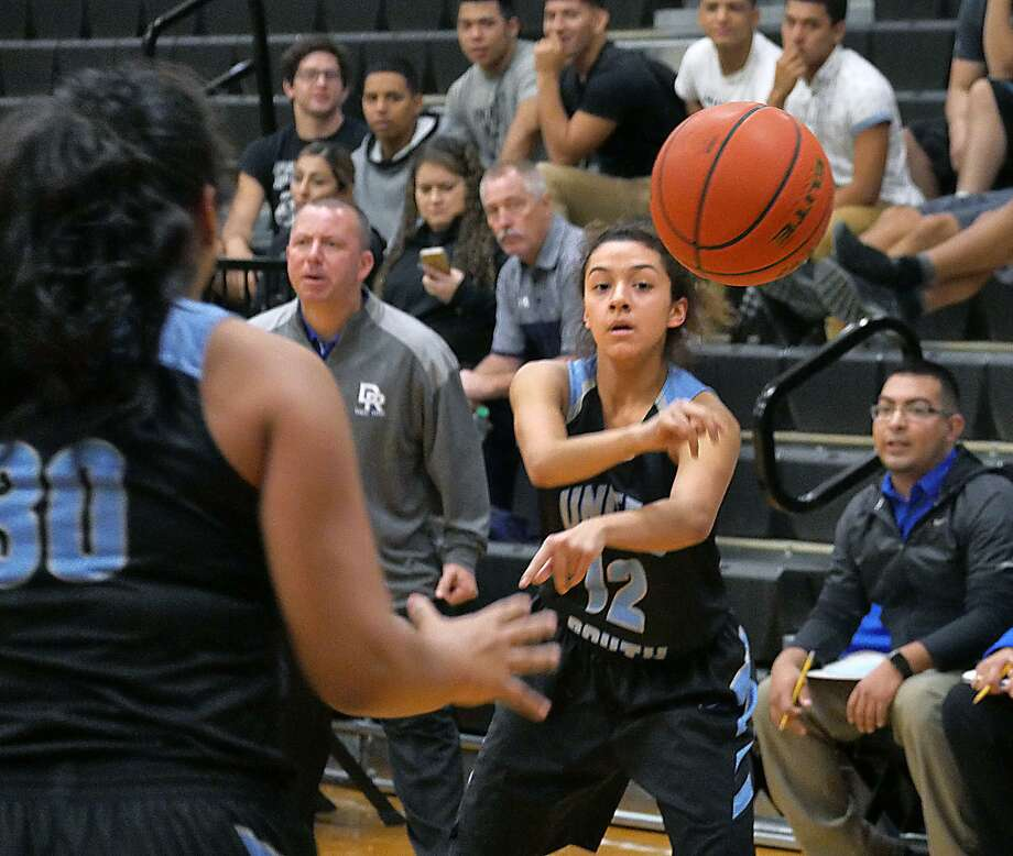 Karla Serna and United South routed District 29-6A foe Del Rio 63-34 Friday and advanced to the Border Olympics semifinals. The Lady Panthers face Alexander at 9:30 a.m. Saturday. Photo: Cuate Santos /Laredo Morning Times / Laredo Morning Times