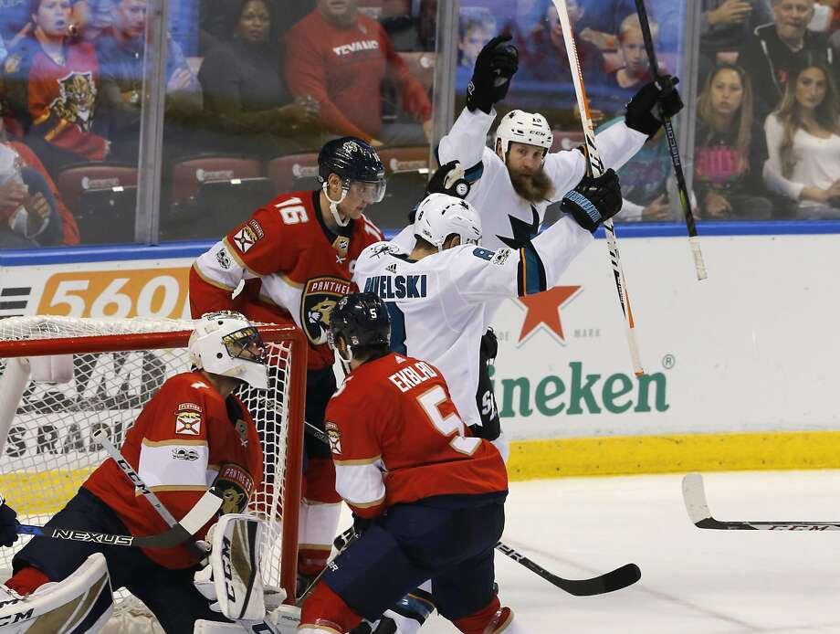 Sharks center Joe Pavelski scored his 300th career goal as San Jose won its third straight game. Photo: Joe Skipper, Associated Press
