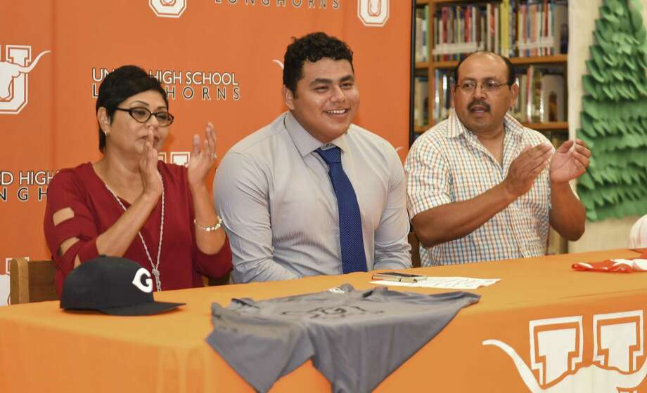 Omar Cervantes, center, celebrates with his parents Maria and Norberto Cervantes after signing his letter of intent to play baseball at Grayson County College in a ceremony Wednesday at United High School. Photo: Danny Zaragoza /Laredo Morning Times / Laredo Morning Times