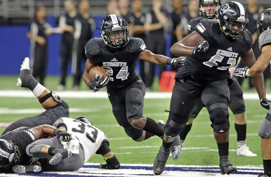 Knight running back De'Quavion Thomas gets behind blocks for a first half gain as Steele plays Weslaco in third round playoff action at the Alamodome on December 1, 2017 Photo: Tom Reel, Staff / San Antonio Express-News / 2017 SAN ANTONIO EXPRESS-NEWS