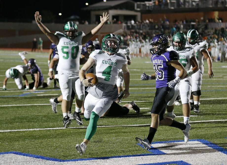 Cuero's Drew Riemenschneider scores a touchdown around Navarro's Will Reyna during first half action of their Class 4A Division II third-round playoff game held Friday Dec. 1, 2017 at Heroes Stadium. Photo: Edward A. Ornelas, Staff / San Antonio Express-News / © 2017 San Antonio Express-News