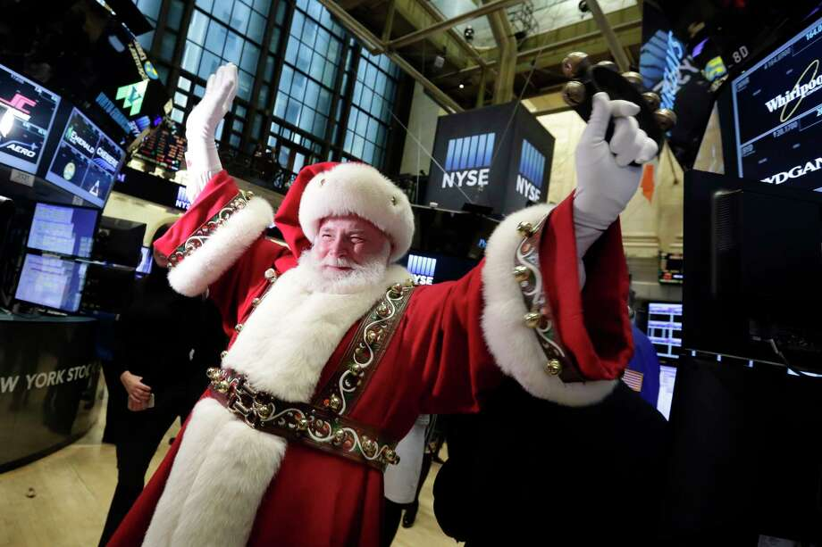 Santa Claus visits the trading floor of the New York Stock Exchange before the opening bell. Photo: Richard Drew, STF / Copyright 2017 The Associated Press. All rights reserved.