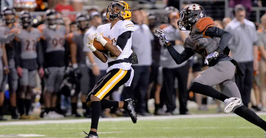 Dominick Houston-Shepard (8) of Marshall pulls-in a pass for a 70 yard gain in the third quarter of a 5A-II regional playoff football game between the Marshall Buffalos and the Hutto Hippos on December 1, 2017 at Cy-Fair FCU Stadium, Cypress, TX. Photo: Craig Moseley/Houston Chronicle