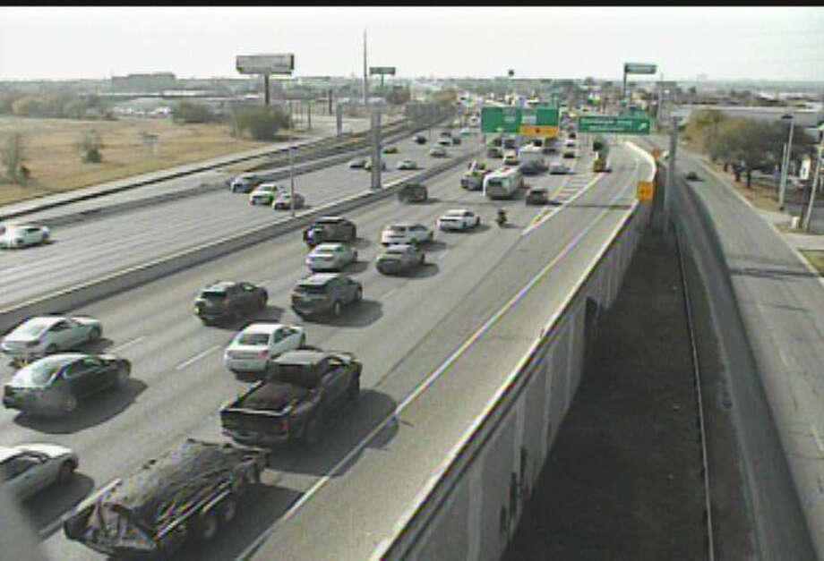 Several construction projects with major road closures around town are causing delays for weekend drivers. Traffic is slowing on the Northeast Side at I-35 and Thousand Oaks as multiple lanes of southbound I-35 are closed. Photo: TxDOT