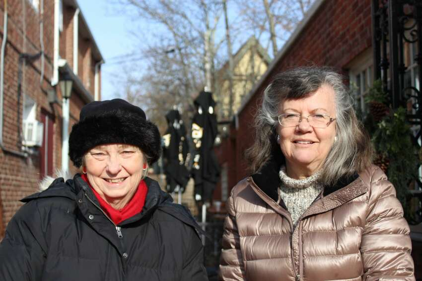 New Canaan held its thirteenth annual holiday stroll on December 1 and 2, 2017. Strollers enjoyed photos with Santa and holiday characters, live entertainment, a gingerbread house tour and more. Were you SEEN?