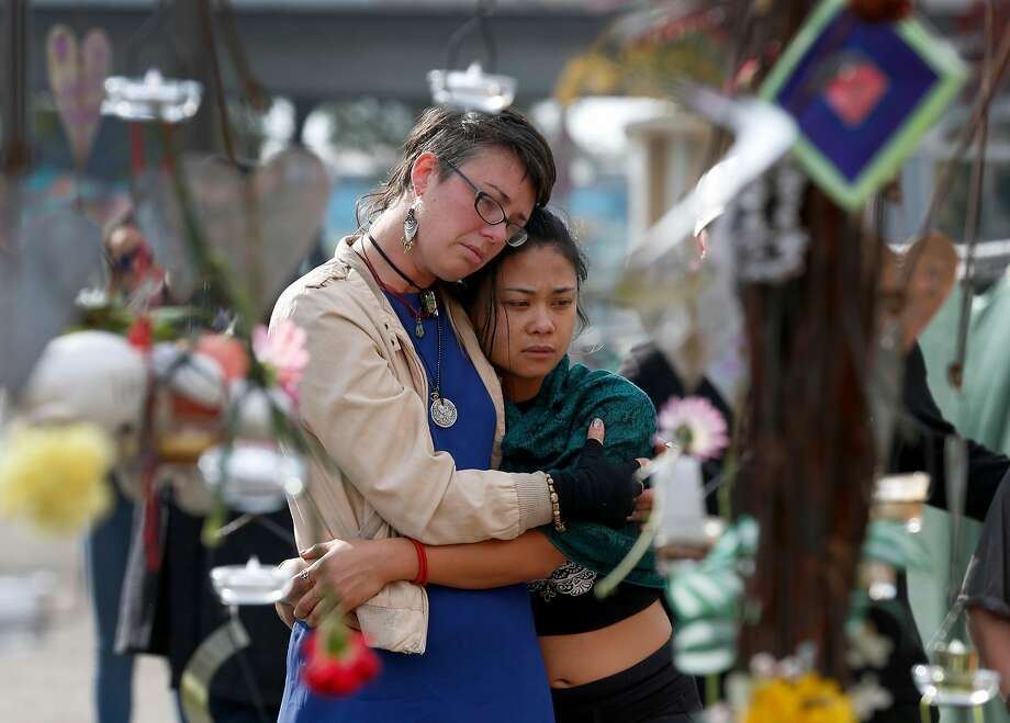 Kelly Jewett (left) and Ani Sabillo mourn Ghost Ship victims on the first anniversary of the fire. Photo: Paul Chinn, The Chronicle