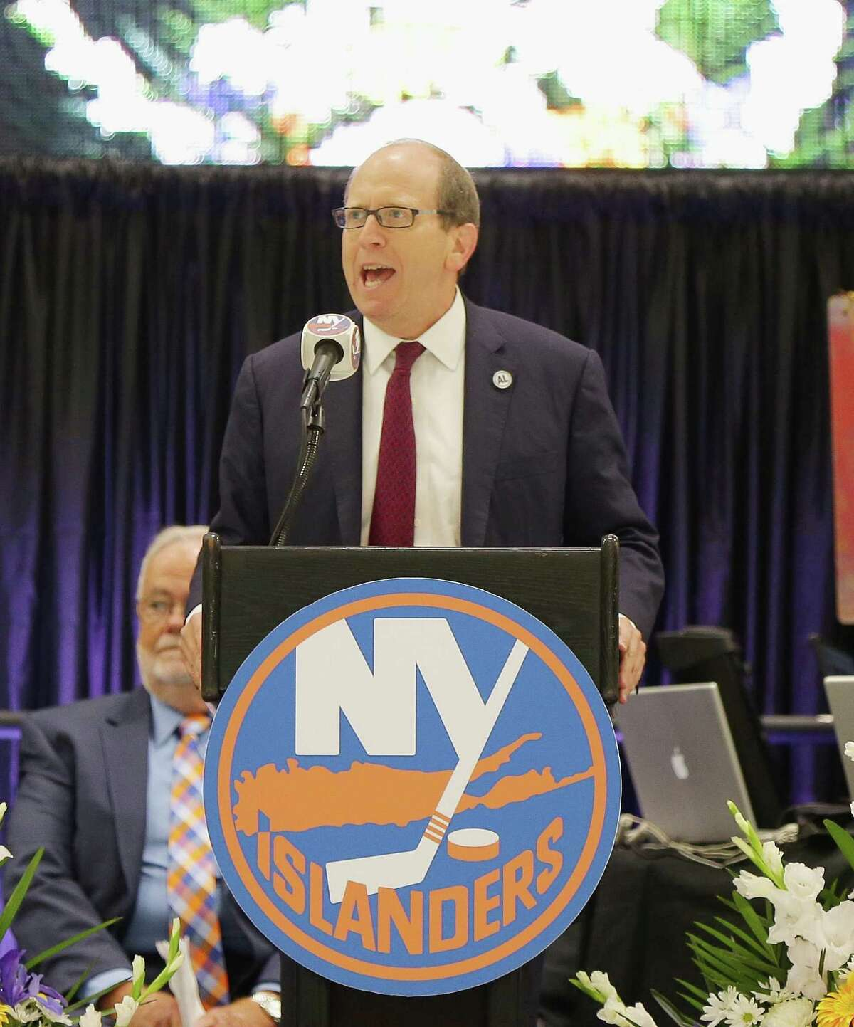 EAST MEADOW, NY - AUGUST 29: New York Islanders owner Jon Ledecky addresses the guests during the New York Islanders memorial service for Al Arbour on August 29, 2016 in East Meadow, New York. (Photo by Andy Marlin/Getty Images)