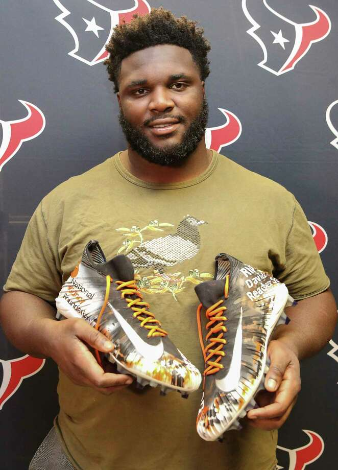 D.J. Reader will don his customized cleats in honor of his father against the Titans. Photo: Yi-Chin Lee, Houston Chronicle / © 2017  Houston Chronicle