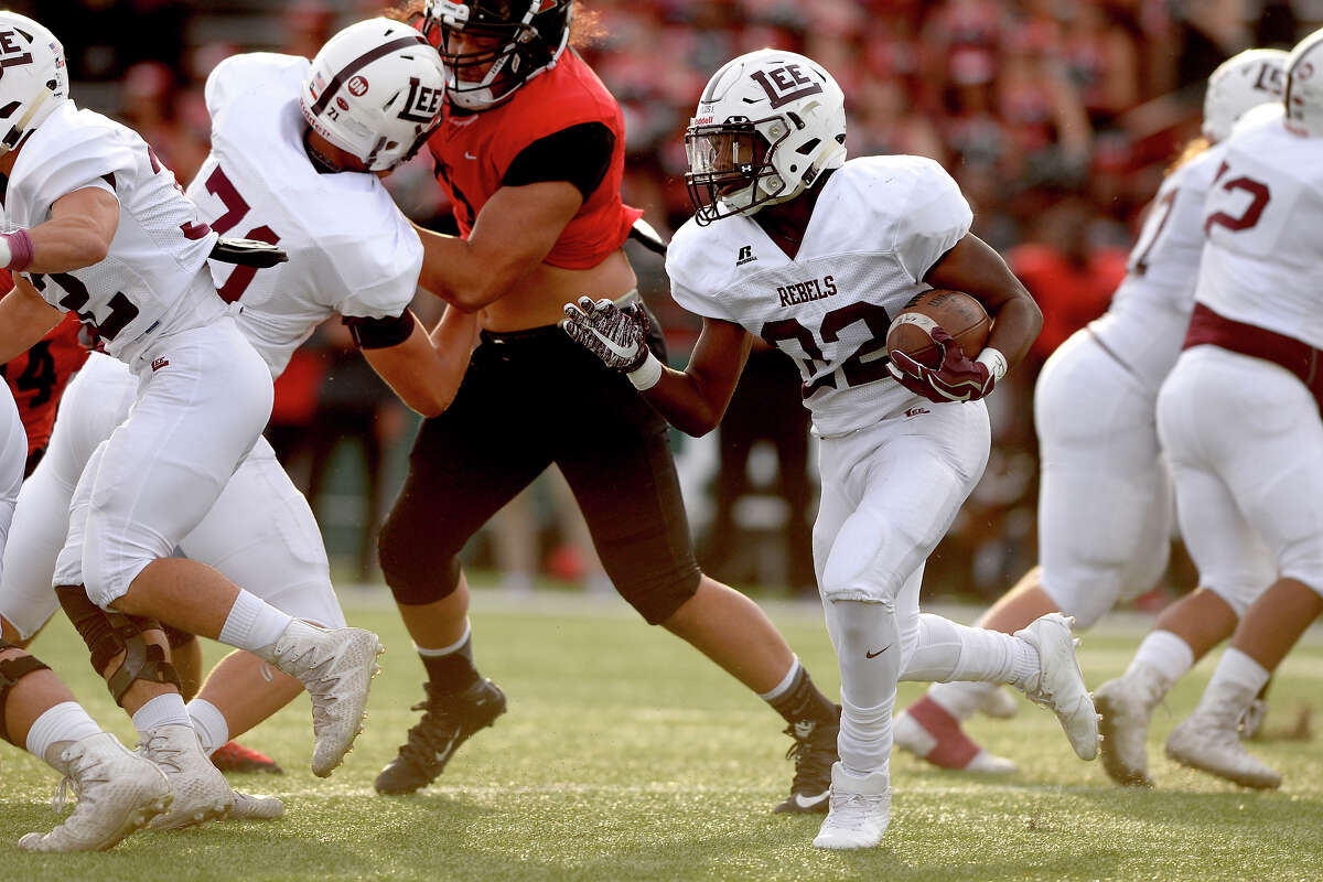 Lee's Josh Traylor (22) runs against Euless Trinity in the 6A Division I regional playoff game Dec. 2, 2017, at Shotwell Stadium in Abilene. James Durbin/Reporter-Telegram