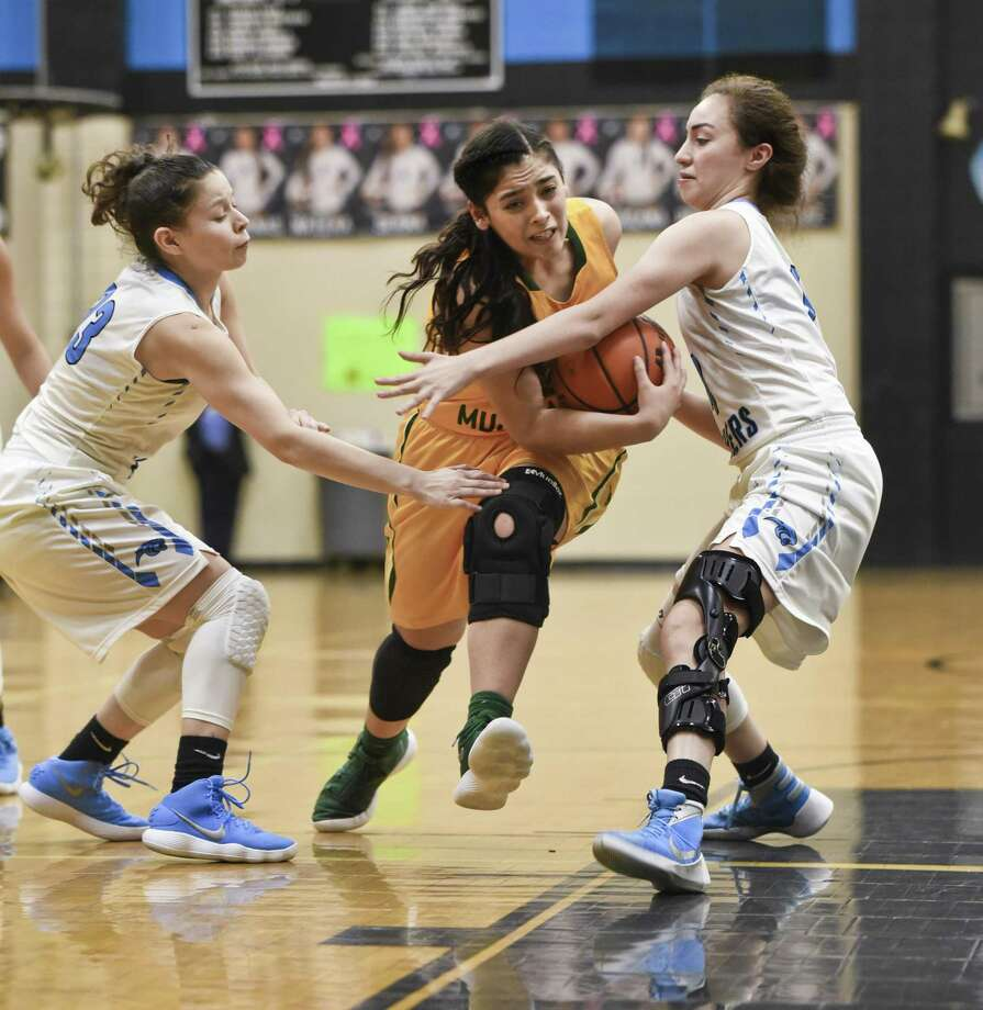 Ashley Peña and Nixon open the District 31-5A season at home Tuesday with a 7 p.m. game against Roma. Photo: Danny Zaragoza /Laredo Morning Times File / Laredo Morning Times