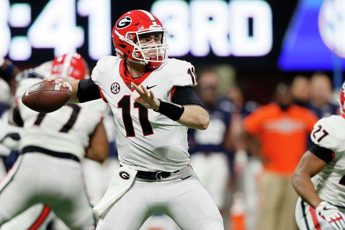 ATLANTA, GA - DECEMBER 02: Jake Fromm #11 of the Georgia Bulldogs throws a pass during the second half against the Auburn Tigers in the SEC Championship at Mercedes-Benz Stadium on December 2, 2017 in Atlanta, Georgia. (Photo by Jamie Squire/Getty Images) ORG XMIT: 775057005