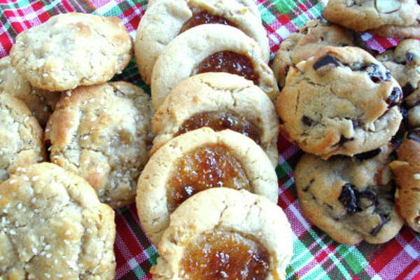 Chef Lisa Parelli Gray and Wakeman Town Farm invite adults and teens ages 12-17 to a cookie swap on Saturday December 9 from 11am-1:30pm. Students will be introduced to a number of doughs and the methods behind making them, ultimately learning to bake classics like Linzer tarts, snowballs, thumb print cookies, and chocolate cookies.