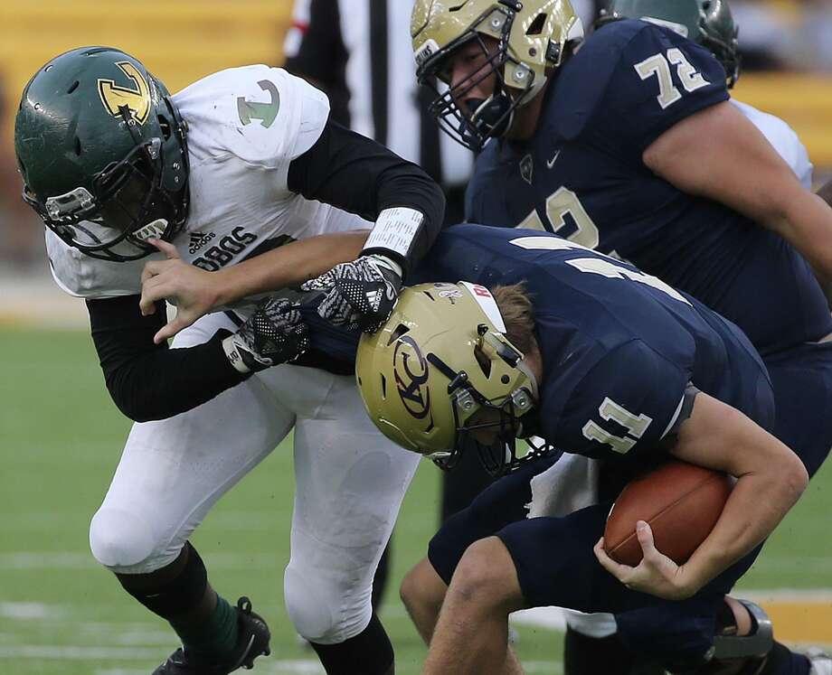 Longview's Ke' Andre Mauldin sacks Klein Collins' quarterback Rhyne Carter in the second half. Photo: Jerry Larson / Freelancer
