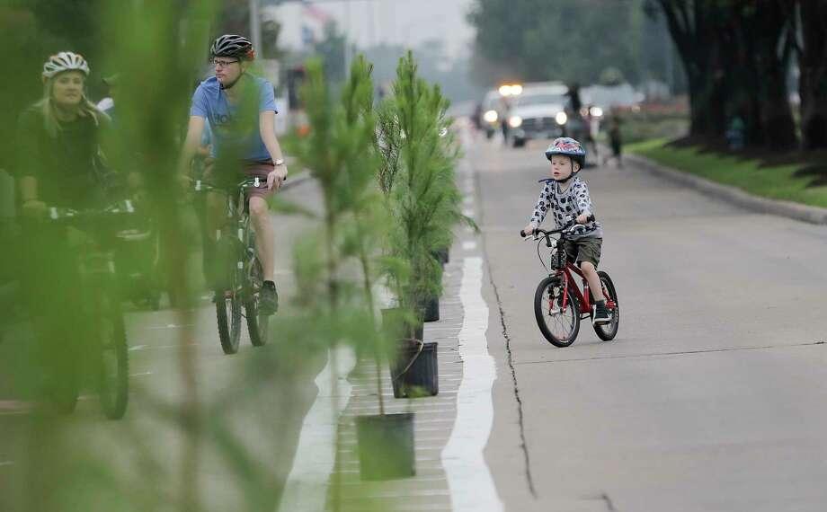 Trees divide a pop-up bike lane on  Eldridge Parkway during the Cigna Sunday Streets on Sunday, Dec. 3, 2017, in Houston. Photo: Elizabeth Conley, Houston Chronicle / © 2017 Houston Chronicle