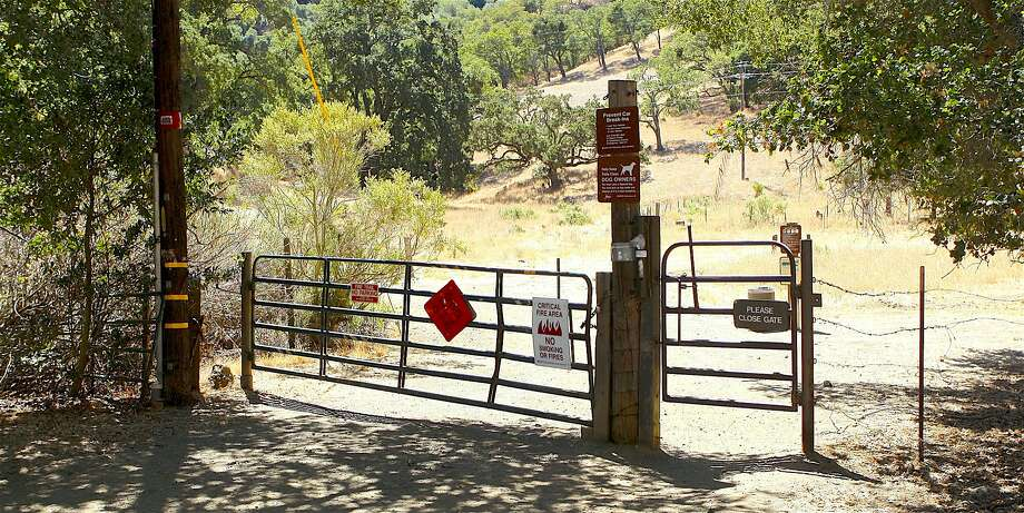 Though many park at the Nejedly Staging Area, this trailhead gate on Carquinez Scenic Drive provides better access to Franklin Ridge at Carquinez Strait Regional Shoreline. Photo: Tom Stienstra, Tom Stienstra / The Chronicle