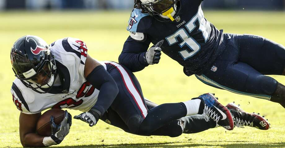 Houston Texans tight end Stephen Anderson (89) dives for a first down after a reception against Tennessee Titans strong safety Johnathan Cyprien (37) during the second quarter of an NFL football game at Nissan Stadium on Sunday, Dec. 3, 2017, in Nashville. ( Brett Coomer / Houston Chronicle ) Photo: Brett Coomer/Houston Chronicle
