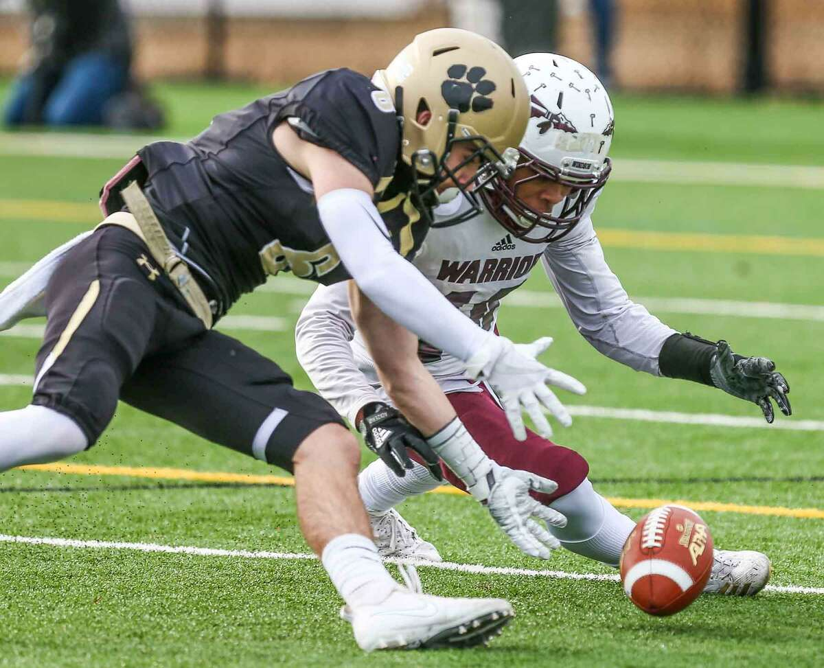 Hand's Christopher Bartosic, left, and Windsor's Julian Jackson race to grab a fumbled ball during the first quarter of the Class L semifinal on Sunday in Madison.