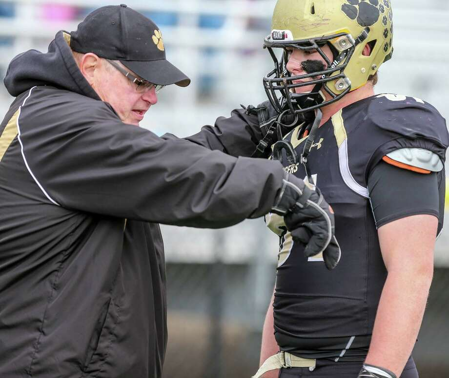 (John Vanacore/for Hearst Connecticut Media) The Hand Tigers payed host to the Windsor Warriors Sunday, December 3, 2017 at Stong Field at the Surf Club in Madison for a berth to the CIAC Class L Title game. The Tigers defeated the Warriors 31-6 to advance to the title game. Photo: John Vanacore/For Hearst Connect