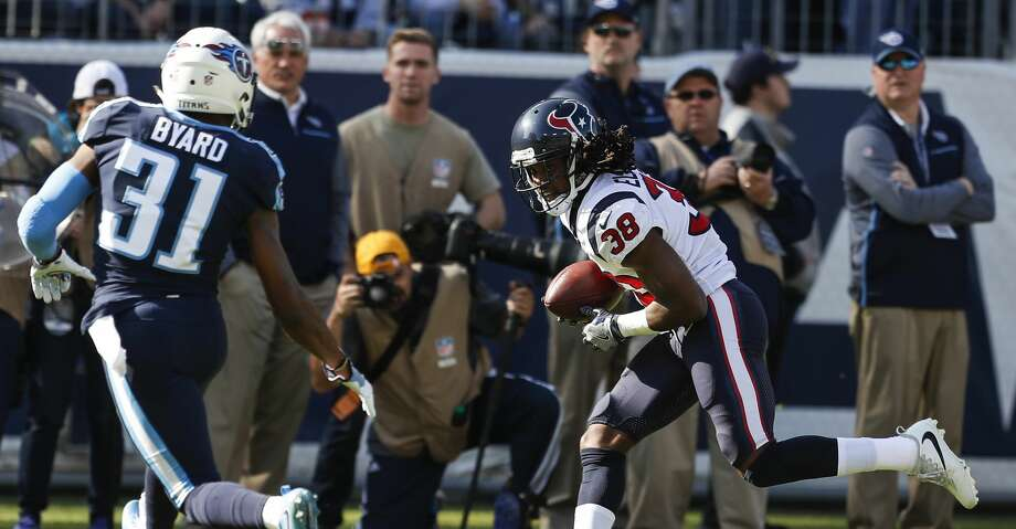 Houston Texans running back Andre Ellington (38) makes a first down reception against Tennessee Titans free safety Kevin Byard (31) during the first quarter of an NFL football game at Nissan Stadium on Sunday, Dec. 3, 2017, in Nashville. ( Brett Coomer / Houston Chronicle ) Photo: Brett Coomer/Houston Chronicle
