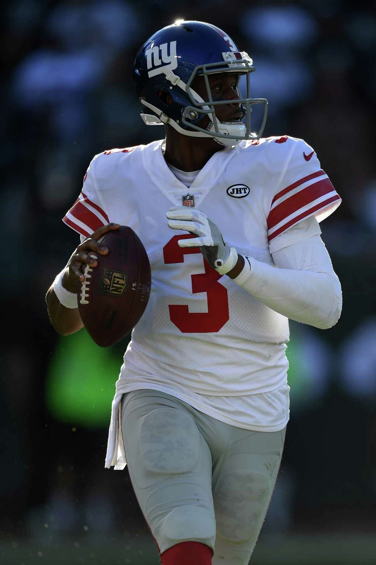 OAKLAND, CA - DECEMBER 03: Geno Smith #3 of the New York Giants looks to pass against the Oakland Raiders during their NFL game at Oakland-Alameda County Coliseum on December 3, 2017 in Oakland, California. (Photo by Thearon W. Henderson/Getty Images) ORG XMIT: 700070785