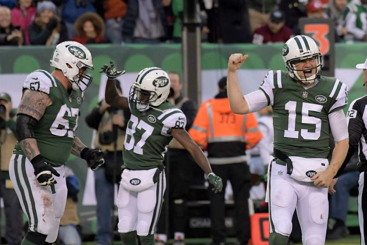 New York Jets quarterback Josh McCown, right, reacts after scoring a touchdown during the second half of an NFL football game against the Kansas City Chiefs, Sunday, Dec. 3, 2017, in East Rutherford, N.J. (AP Photo/Bill Kostroun) ORG XMIT: NJSW130