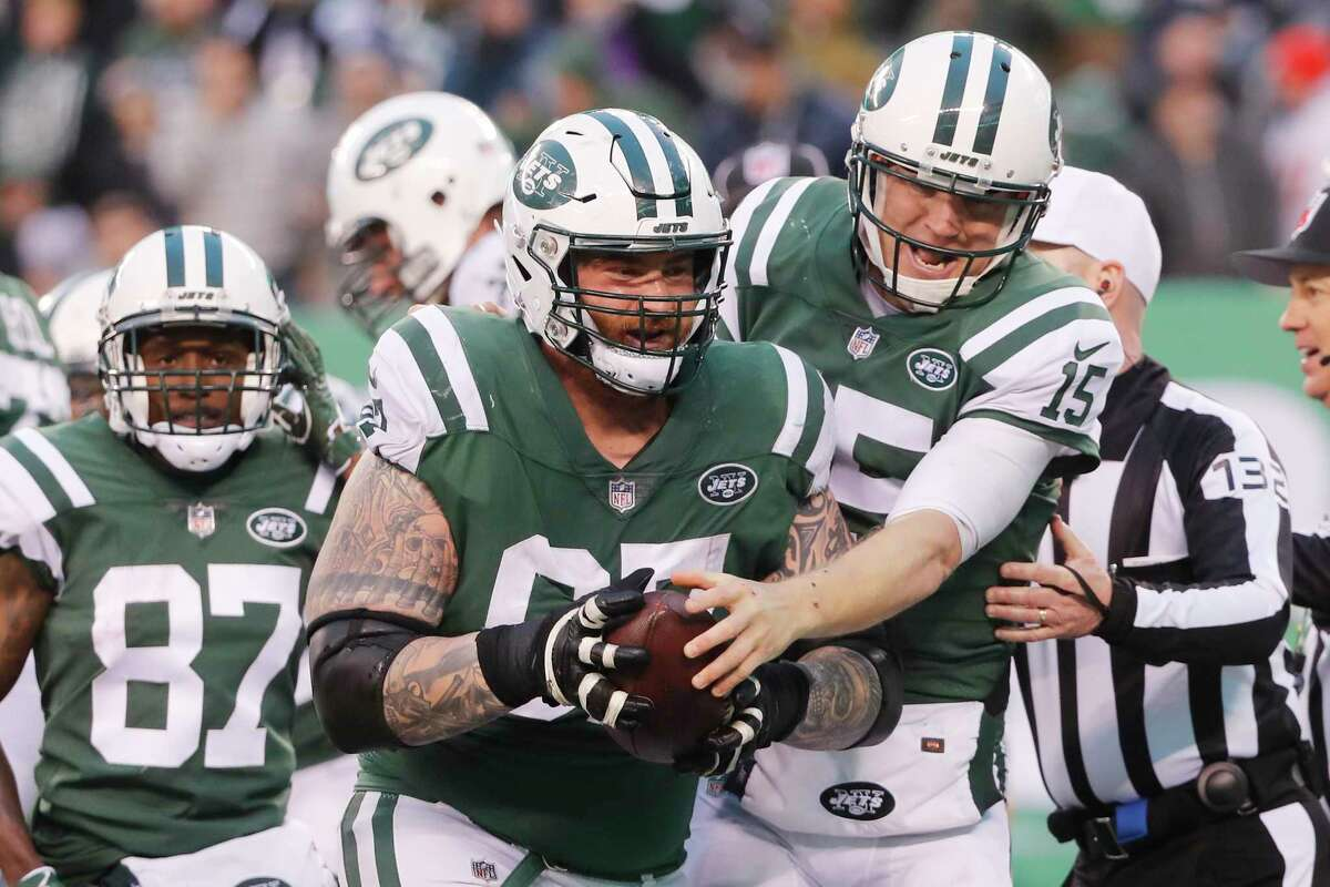 New York Jets quarterback Josh McCown, right, celebrates his touchdown with Brian Winters during the second half of an NFL football game, Sunday, Dec. 3, 2017, in East Rutherford, N.J. (AP Photo/Julie Jacobson) ORG XMIT: NJSW129