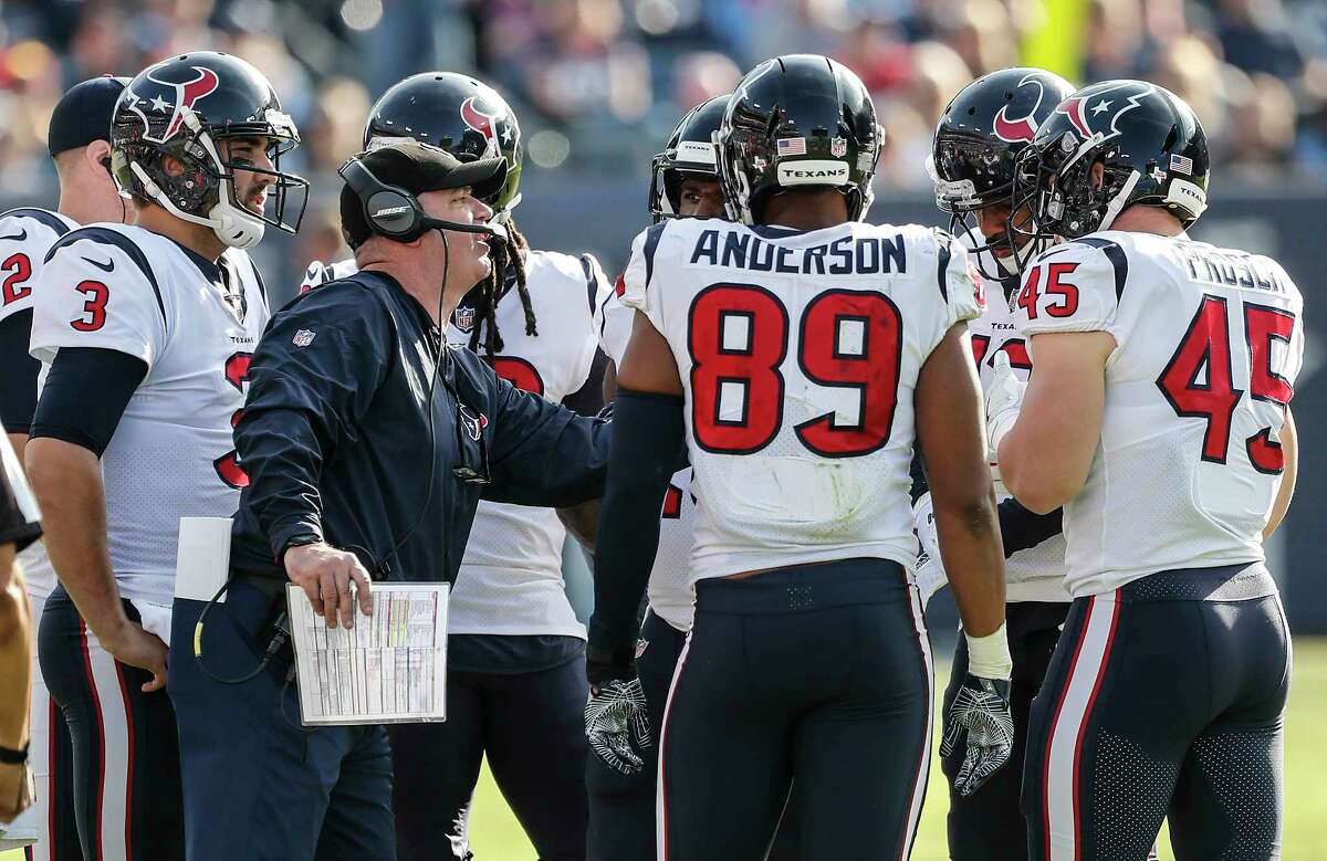 Houston Texans head coach Bill O'Brien works with hius offensive team during the second quarter of an NFL football game at Nissan Stadium on Sunday, Dec. 3, 2017, in Nashville.