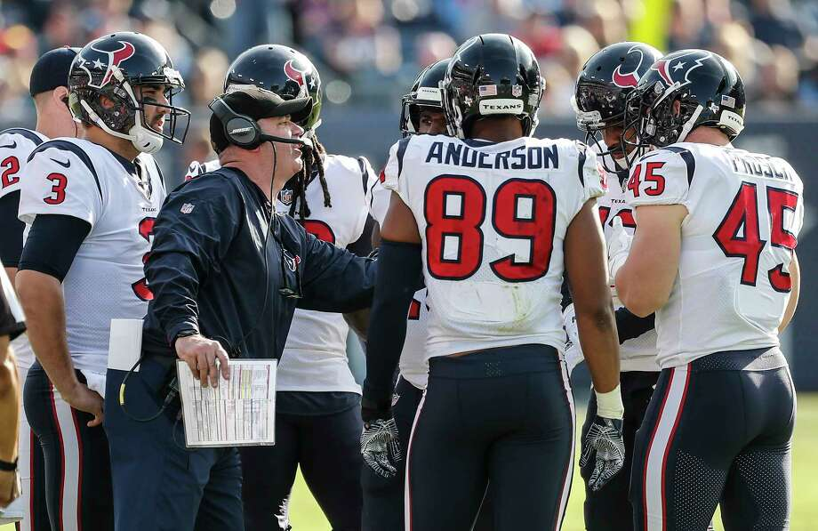 Houston Texans head coach Bill O'Brien works with hius offensive team during the second quarter of an NFL football game at Nissan Stadium on Sunday, Dec. 3, 2017, in Nashville. Photo: Brett Coomer, Houston Chronicle / © 2017 Houston Chronicle