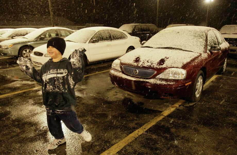 Mario Hernandez Jr.,  6, enjoys his first snow fall as he plays with the snow at Affordable Cars & Trucks, 5715 I-45, where his dad, Mario Hernandez, Sr. works shown  Wednesday, Dec. 10, 2008, in Houston. Photo: Melissa Phillip, Houston Chronicle / Houston Chronicle