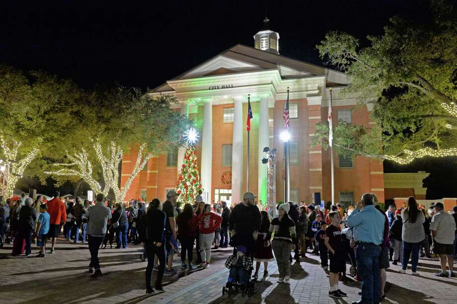 Residents admire the decorations following the City of Katy Christmas Tree Lighting on Nov. 30, 2017. Photo: Craig Moseley, Staff / ©2017 Houston Chronicle