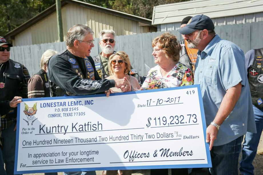 Don Fullen, captain with Precinct 1 Constableé•s Office and president of the Lone Star Chapter of the Reguladores Law Enforcement Motorcycle Club, left, shakes hands with Mary Bowers, owner of Vernon's Kuntry Katfish, who is accompanied by her daughter Debbie Bowers and her son Buster Bowers during a check presentation on Friday, Nov. 10, 2017, at Vernon's Kuntry Katfish. Photo: Michael Minasi, Staff Photographer / © 2017 Houston Chronicle