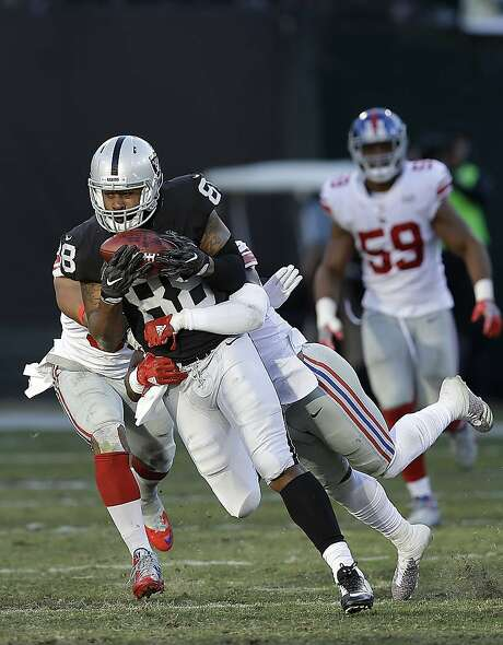 Oakland Raiders tight end Clive Walford (88) runs against the New York Giants during an NFL football game in Oakland, Calif., Sunday, Dec. 3, 2017. (AP Photo/Ben Margot) Photo: Ben Margot, Associated Press