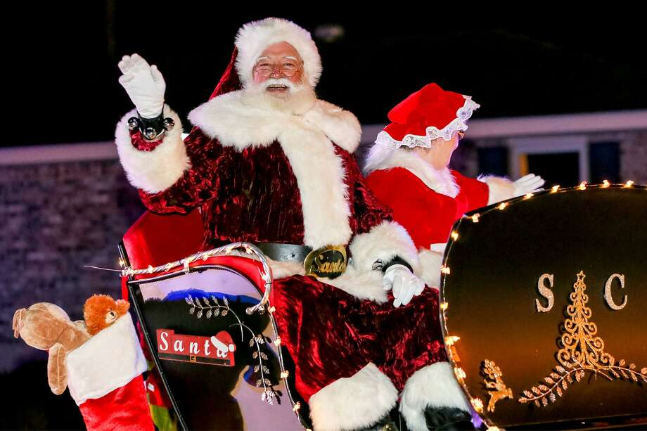 Santa and Mrs Claus arrive in the lighted night parade during Schertz's annual Festival of Angels celebration Dec. 1. Photo: Marvin Pfeiffer / San Antonio Express-News / Express-News 2017