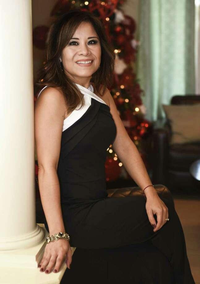 Jessica Orbe Mendiola es la Dama del Buen Vestir del Mes de Diciembre. Photo: Danny Zaragoza / / Laredo Morning Times