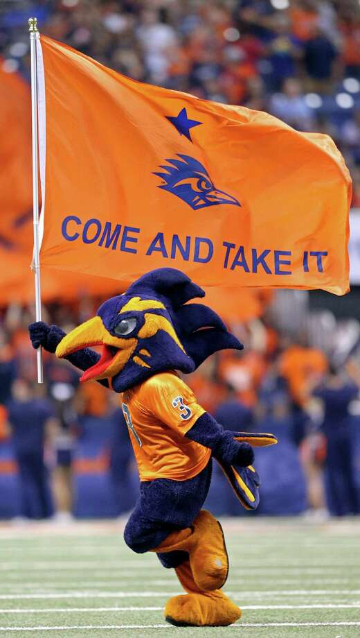 UTSA's Rowdy performs during the game with the Arizona State Sun Devils Sept. 16, 2016, at the Alamodome. Photo: Edward A. Ornelas /San Antonio Express-News / © 2016 San Antonio Express-News