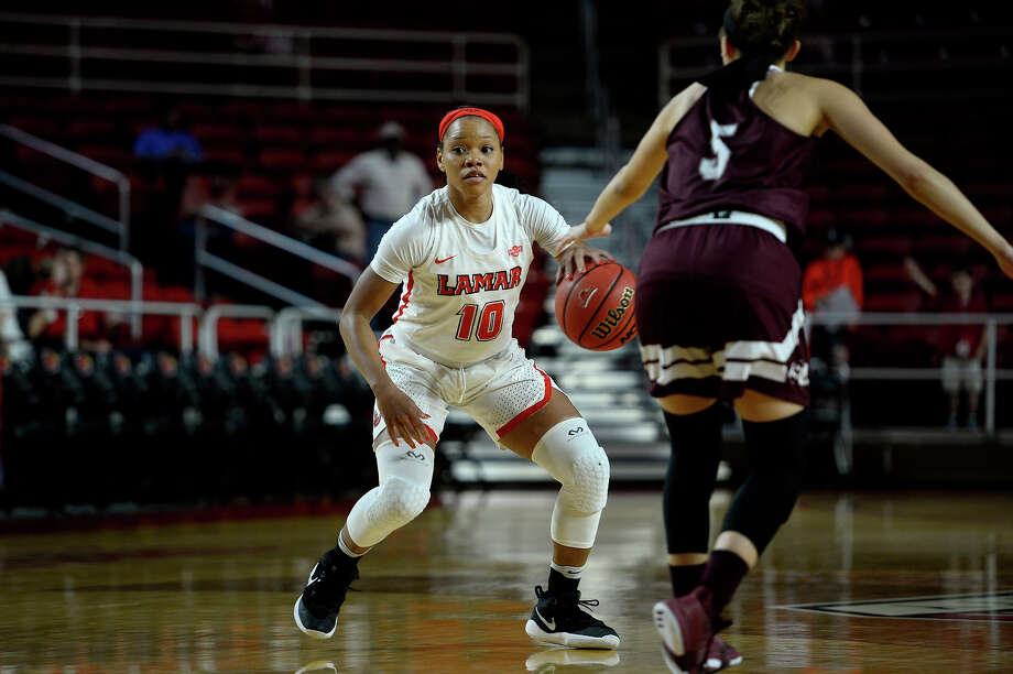 Lamar guard Chastadie Barrs dribbles against Schreiner at the Montagne Center on Monday evening. Photo taken Monday 12/4/17 Ryan Pelham/The Enterprise Photo: Ryan Pelham / ©2017 The Beaumont Enterprise/Ryan Pelham