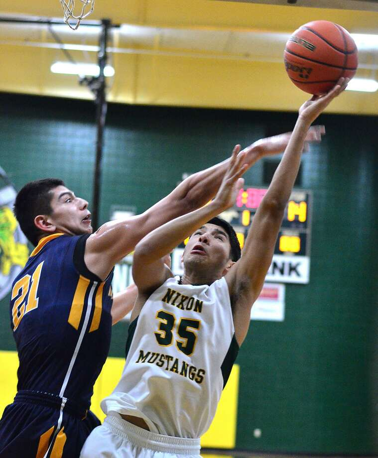 Roger Vasquez and Nixon travel to face Alexander a 7:30 p.m. Tuesday. The Bulldogs edged the Mustangs 78-77 on the road last year. Photo: Cuate Santos /Laredo Morning Times File / Laredo Morning Times