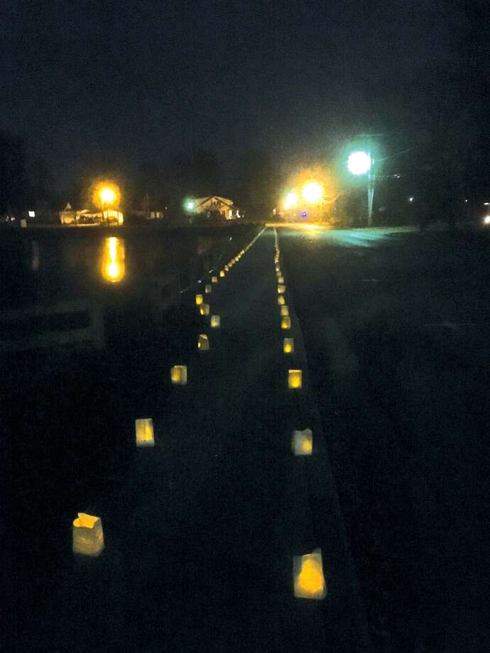 More than 1,500 luminarias were placed in and around Leclaire Park Sunday evening for the Friends of Leclaire's third annual Luminaria Walk. Sacred Grounds provided hot chocolate for visitors. The event gives a serene touch to the holiday season. Photo: Bill Craft • For The Intelligencer