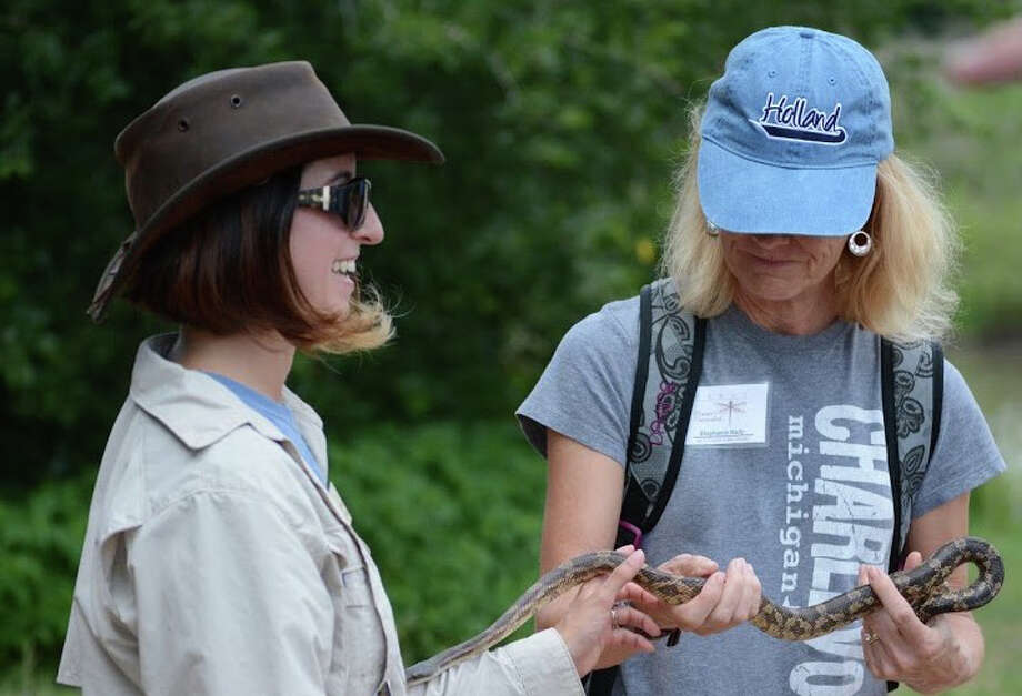 A trainee works with a Master Naturalist. Photo: Texas Master Naturalists