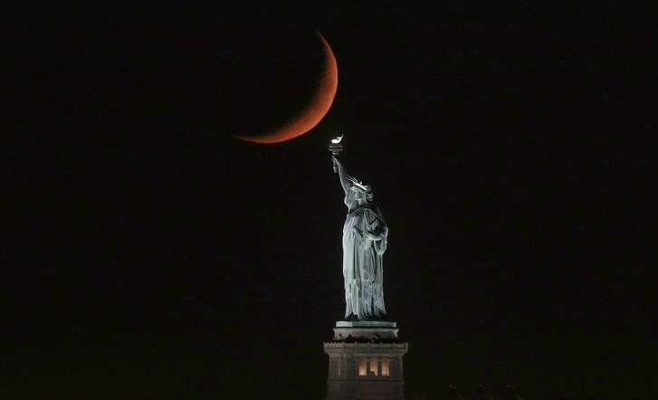 NEW YORK, NY - SEPTEMBER 23: A crescent moon sets behind the Statue of Liberty on September 23, 2017 in New York City. (Photo by Gary Hershorn/Getty Images)