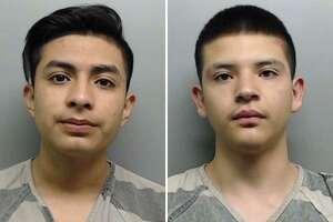 Kevin Ángel Reyna, de 19 años de edad y Jaime González, de 18 años de edad, recibieron órdenes de arresto el viernes. Cada uno se enfrenta a 10 cargos por vandalismo.